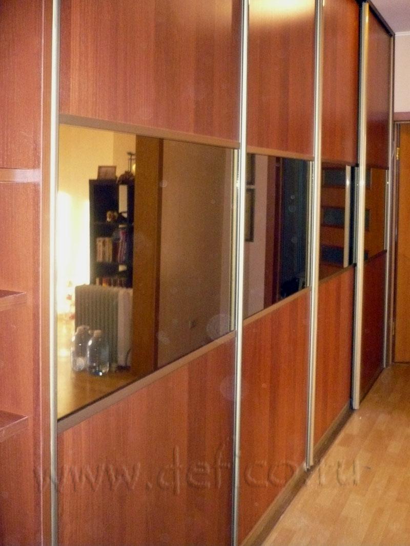 Шкаф 4 дверный в прихожей с полками.